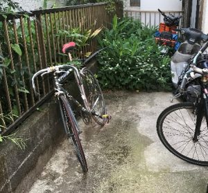 草刈り前バイクあり